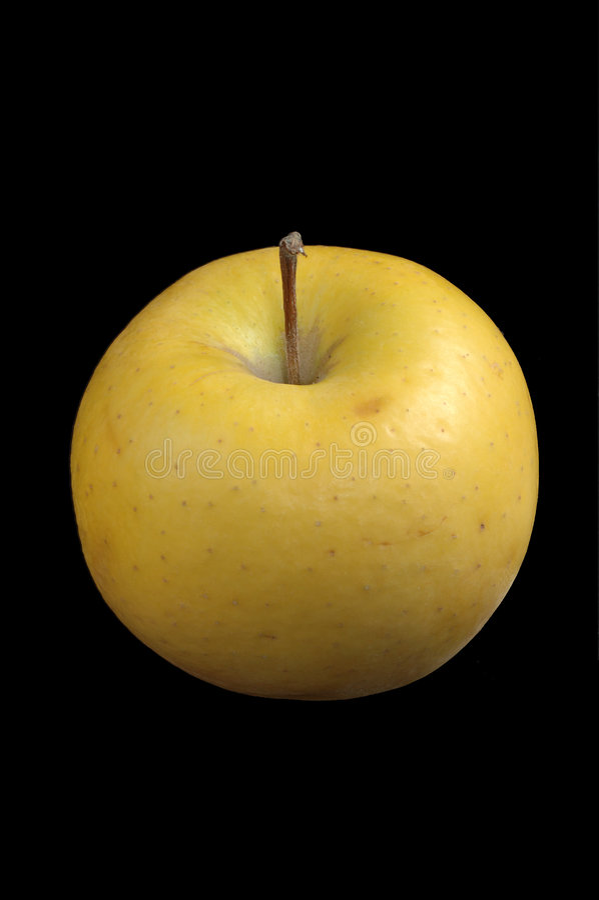 Apple amarillo sobre negro imágenes de archivo libres de regalías