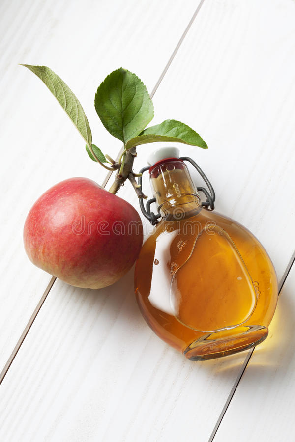 Free Apple And Leaves Glas Bottle Filled With Apple Cider Vinegar Stock Photography - 50484522