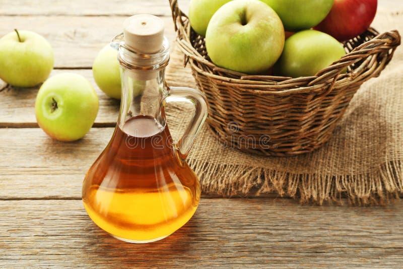 Apple-azijn in fles royalty-vrije stock foto