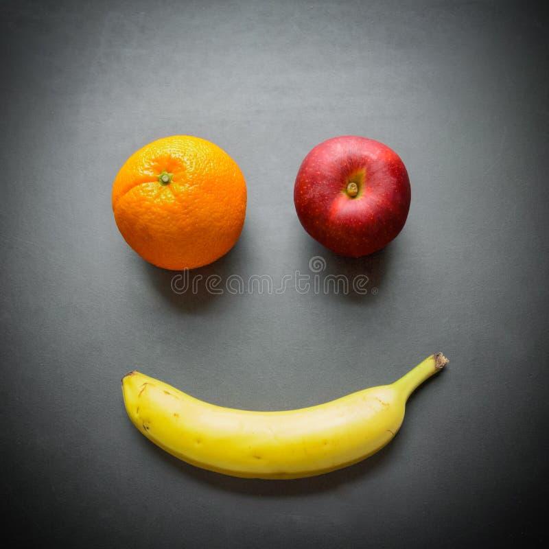 Apple, banana ed arancia come fronte sorridente fotografia stock libera da diritti