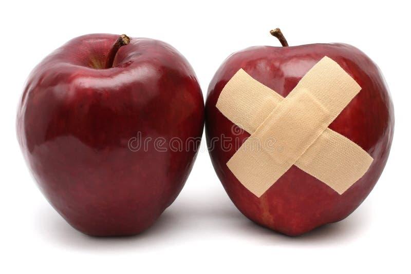 Apple bom e ferido fotografia de stock