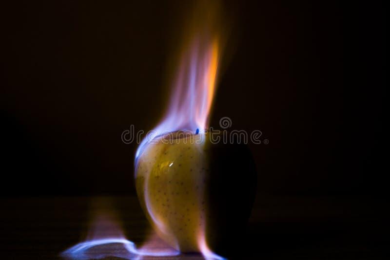 Apple brûlant image libre de droits