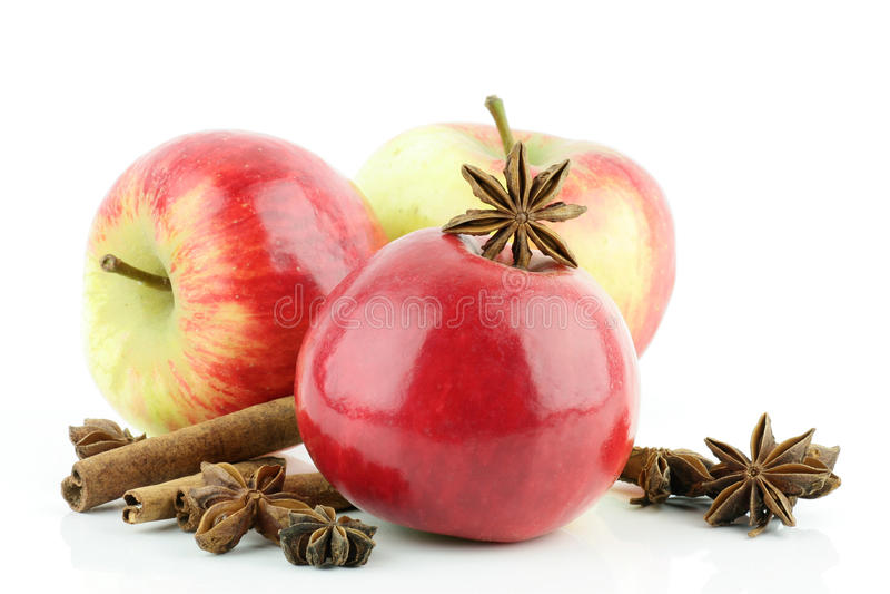 Apple, cannelle, anis d'étoile. images stock