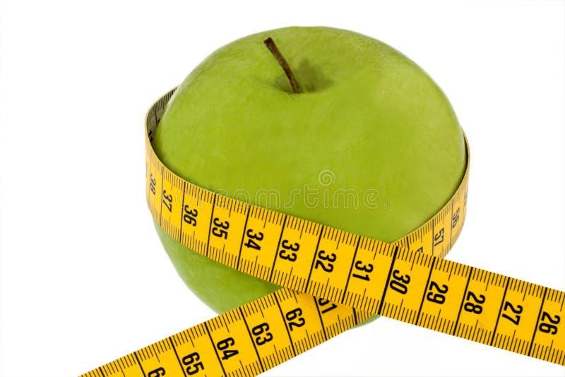 Apple com fita de medição. Símbolo da dieta fotografia de stock