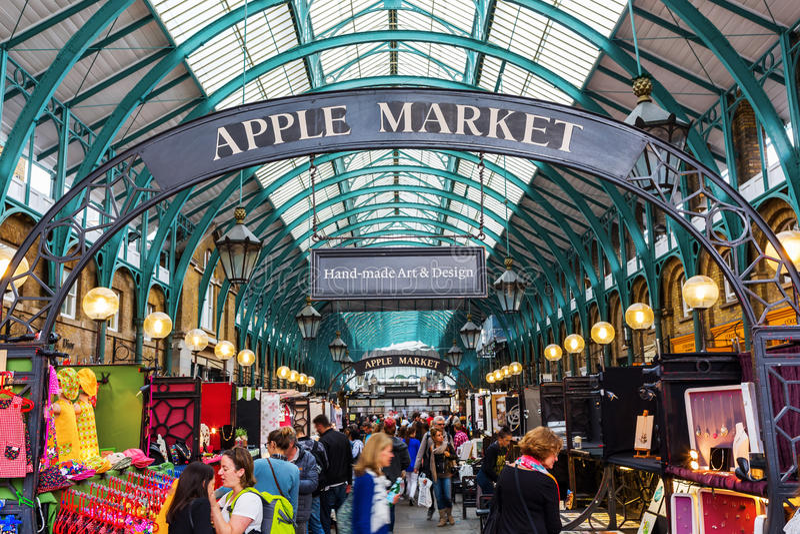 Apple comercializa en el pasillo del mercado en el jardín de Covent, Londres, Reino Unido foto de archivo libre de regalías