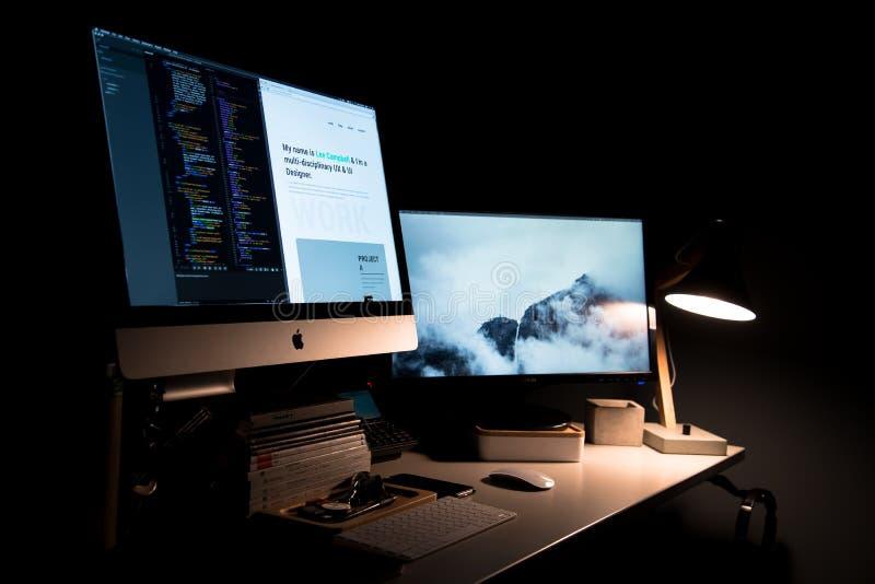 Apple Computer En El Escritorio Dominio Público Y Gratuito Cc0 Imagen