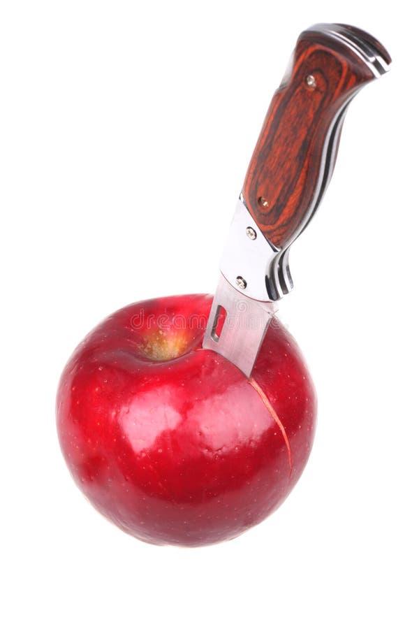 Apple con el cuchillo del empuje foto de archivo