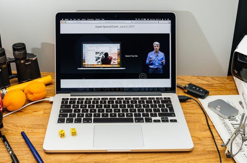 Apple Craig Federighi inspeciona a serra alta do macOS em WWDC 2017 fotografia de stock