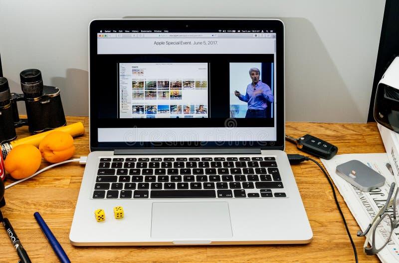 Apple Craig Federighi inspeciona a serra alta do macOS em WWDC 2017 imagens de stock royalty free