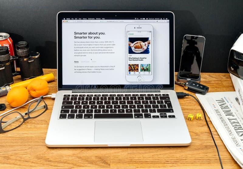 Apple-datorer på senast meddelanden för WWDC av äppleintegratioen royaltyfri bild