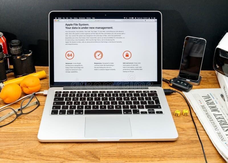 Apple-datorer på senast meddelanden för WWDC av Apple sparar Syste fotografering för bildbyråer