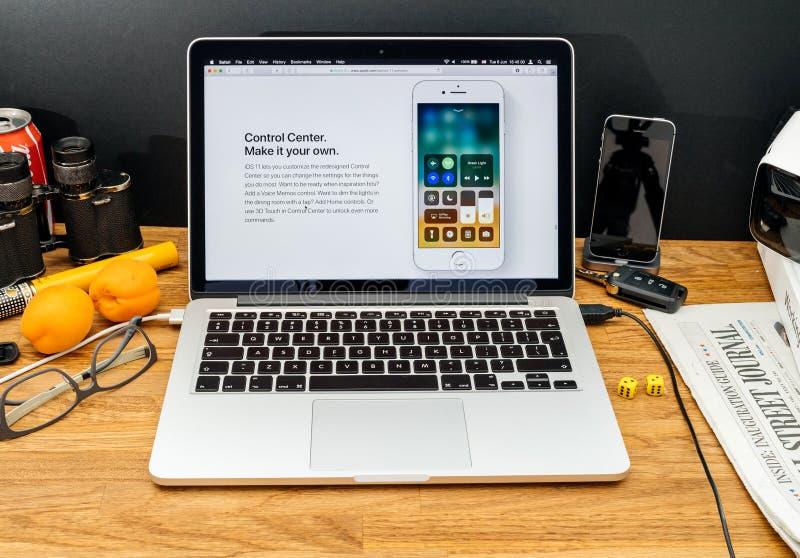 Apple-datorer på senast meddelanden för WWDC av den nya kontrollcent arkivfoton
