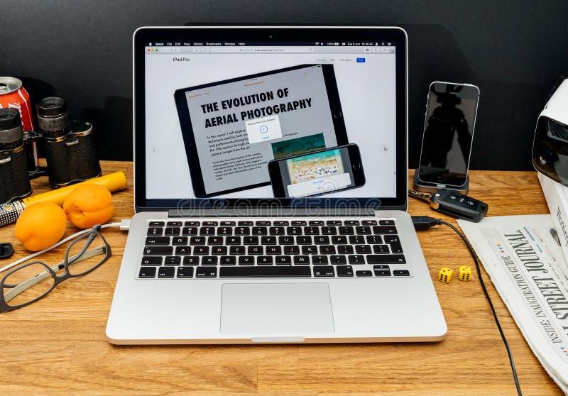 Apple-datorer på senast meddelanden för WWDC av dendeg featuen royaltyfri fotografi