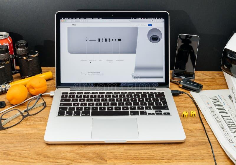 Apple-datorer på senast meddelanden för WWDC av iMac anslutningar arkivfoto