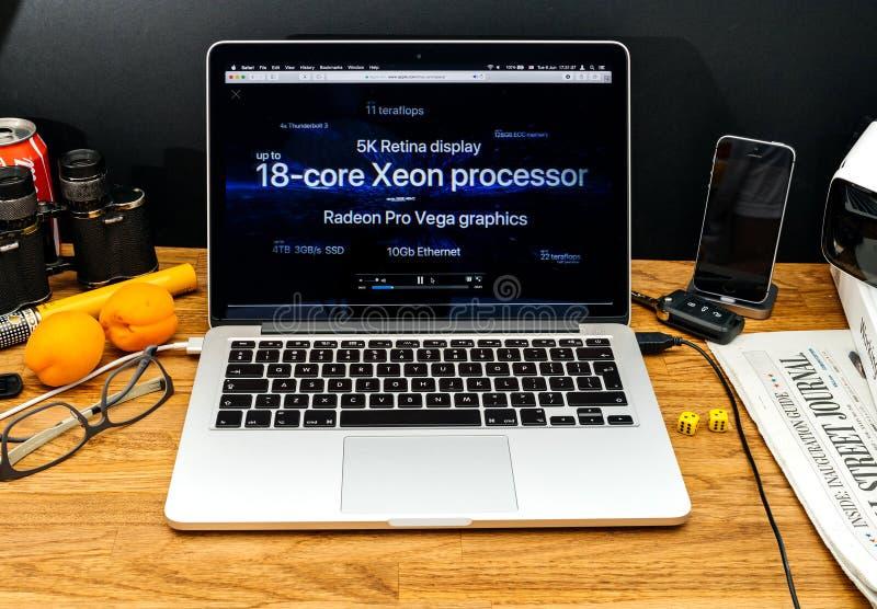 Apple-datorer på senast meddelanden för WWDC av iMac pro-kärna 18 royaltyfria foton