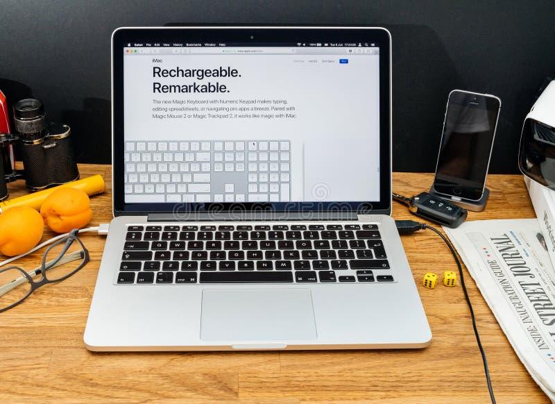 Apple-datorer på senast meddelanden för WWDC av iMac senast keyb royaltyfria foton