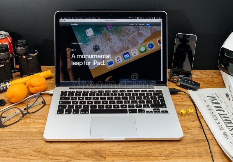 Apple-datorer på senast meddelanden för WWDC av ios 11 hoppar för fotografering för bildbyråer
