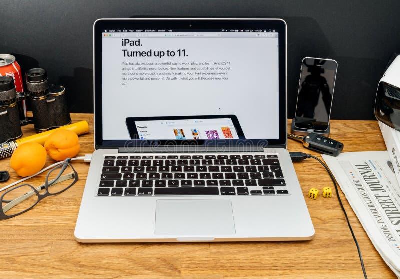 Apple-datorer på senast meddelanden för WWDC av iPad vände 11 royaltyfri bild