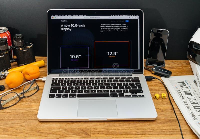 Apple-datorer på senast meddelanden för WWDC av iPadden pro-10 tumen arkivbild