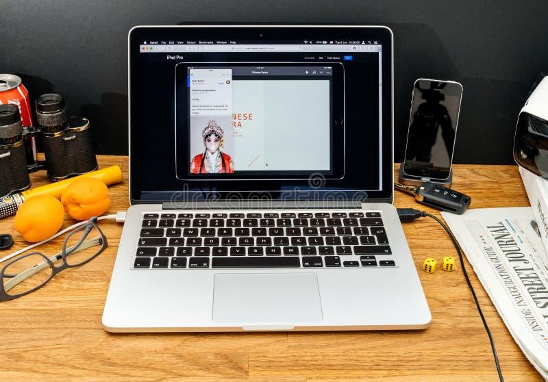 Apple-datorer på senast meddelanden för WWDC av ipadmultitaskin royaltyfria bilder