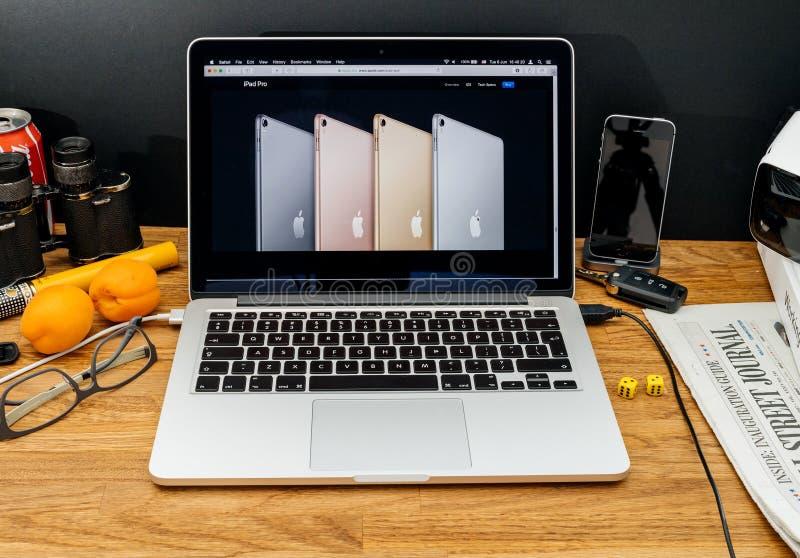 Apple-datorer på senast meddelanden för WWDC av ipadpro-färger royaltyfria foton