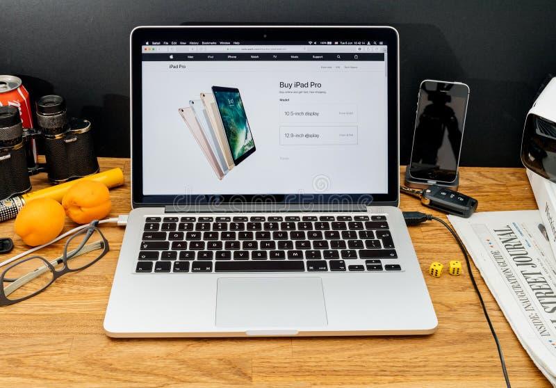 Apple-datorer på senast meddelanden för WWDC av ipadpro-shopping royaltyfri foto