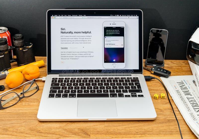 Apple-datorer på senast meddelanden för WWDC av Siri den nya translaen royaltyfria foton