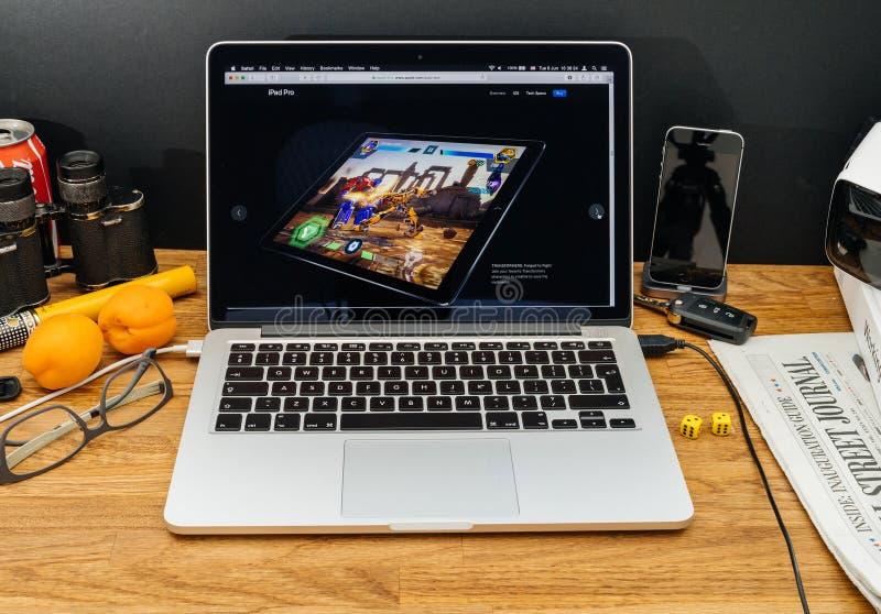Apple-datorer på senast meddelanden för WWDC av transformatorer på royaltyfri fotografi