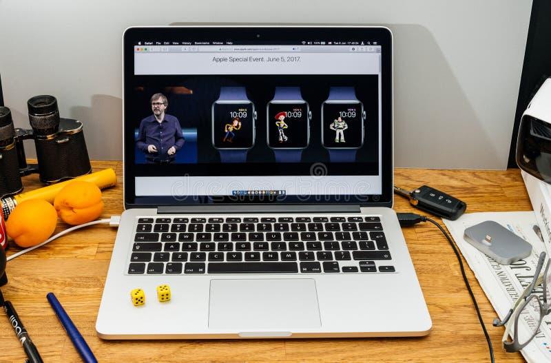 Apple-datorer på senast meddelanden för WWDC vid den Kevin Lynch abouen royaltyfria foton