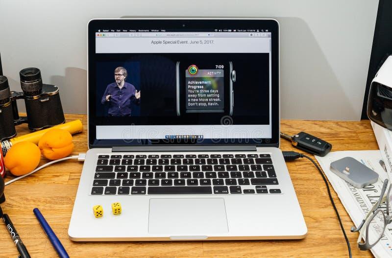 Apple-datorer på senast meddelanden för WWDC vid den Kevin Lynch abouen arkivbild