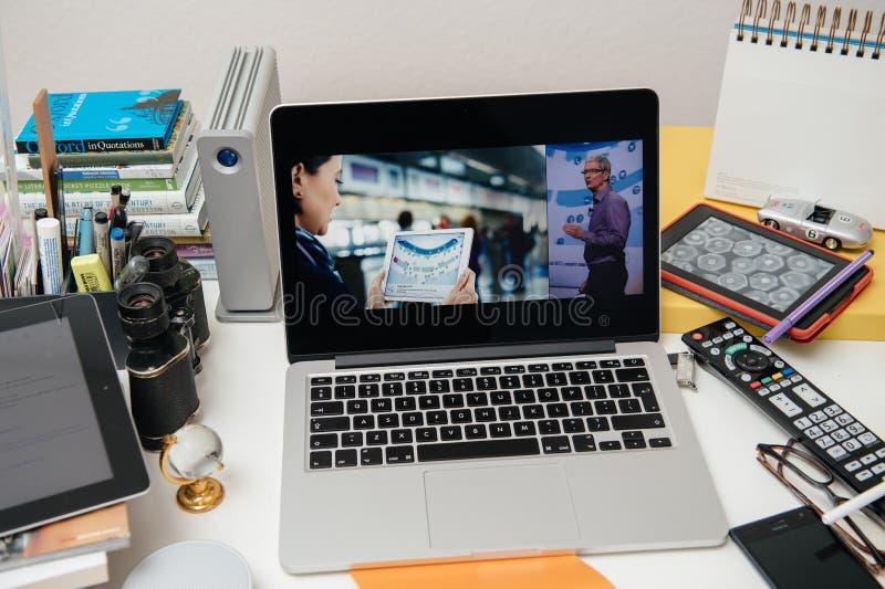 Apple-datorer som ställer ut den nya iPaden fotografering för bildbyråer
