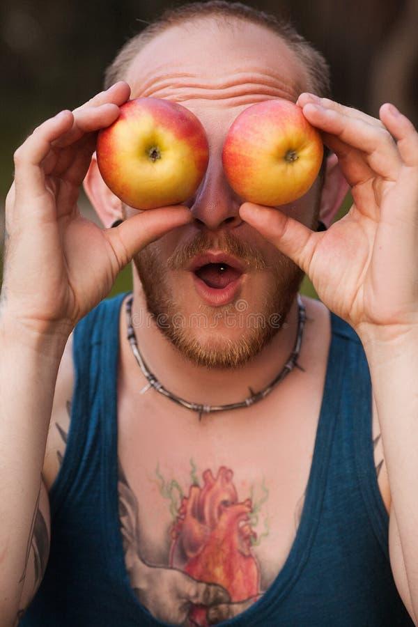Apple-de mens van de fruitaard het gekscheren gezond concept stock afbeeldingen