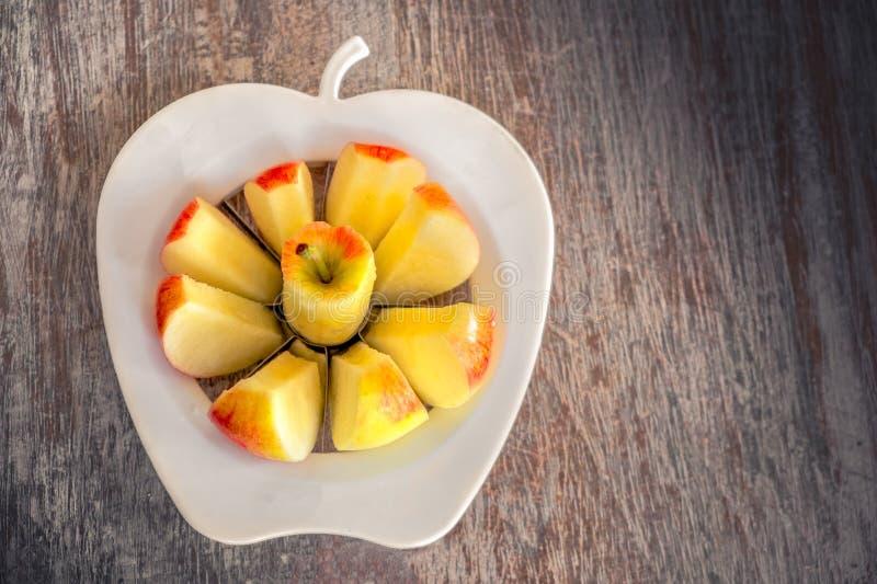 Apple-de plakken maken het eten van de snijmachine van de achtergrondappelappelboor schoon royalty-vrije stock afbeelding