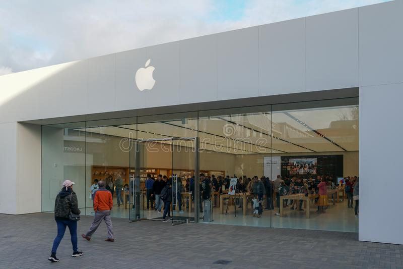 Apple-detailhandel iPhones, iPads & meer die verkopen stock foto