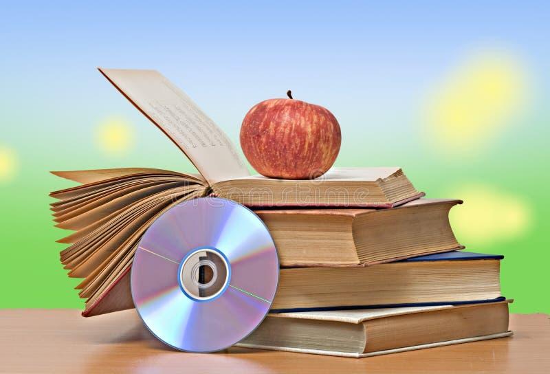 Apple, dvd e libri immagine stock