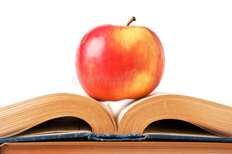 Apple e um livro aberto foto de stock royalty free