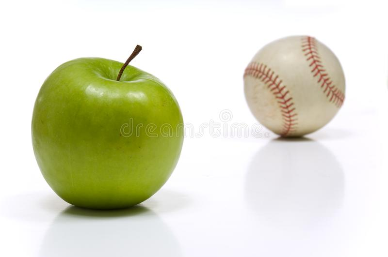 Apple e un baseball fotografia stock