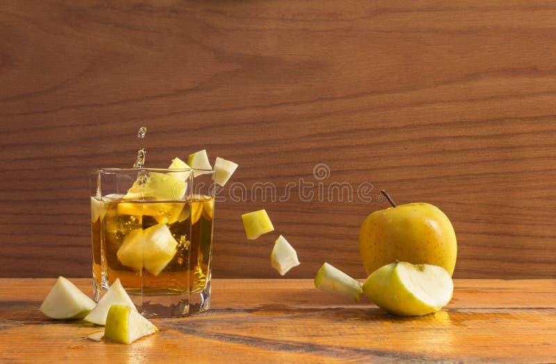 Apple e vetro fotografie stock