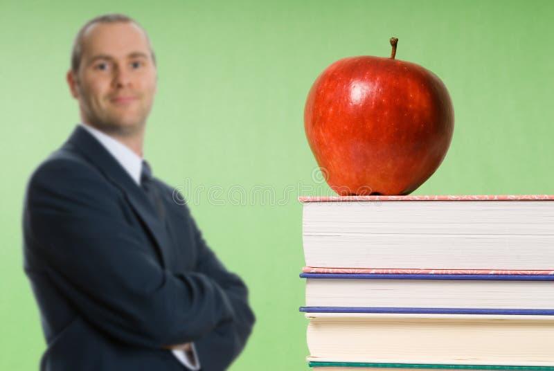 Apple em livros imagem de stock