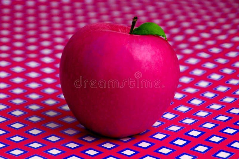 Apple en fondo geométrico fotografía de archivo libre de regalías