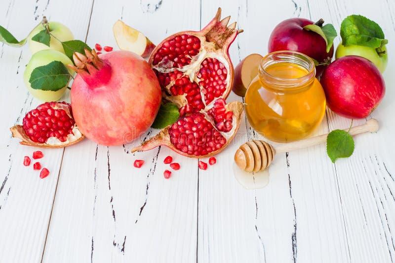 Apple en honing, traditioneel voedsel van Joods Nieuwjaar - Rosh Hashana Exemplaar ruimteachtergrond stock foto's