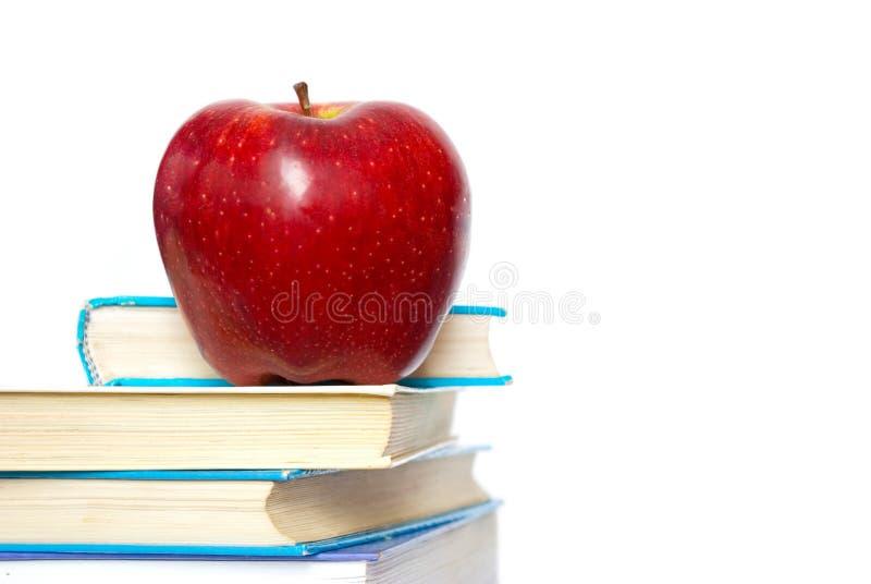Apple en los libros imágenes de archivo libres de regalías