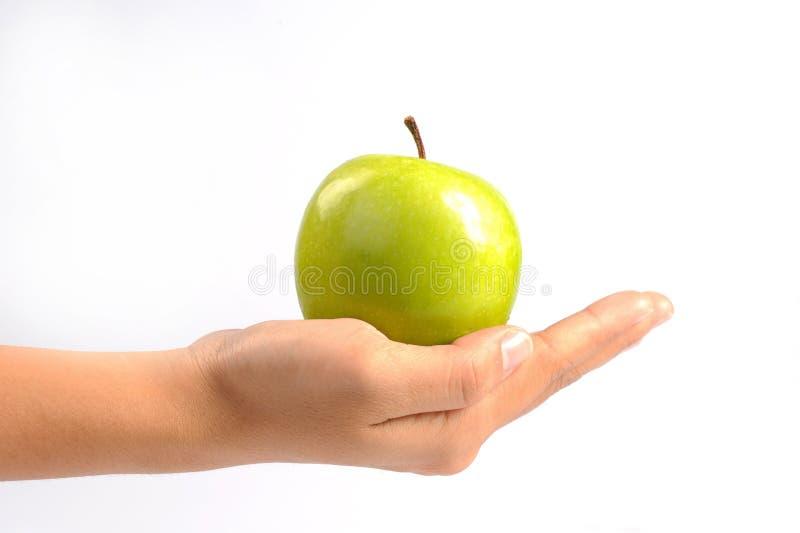 Apple en manos de la mujer se cierra para arriba imagenes de archivo