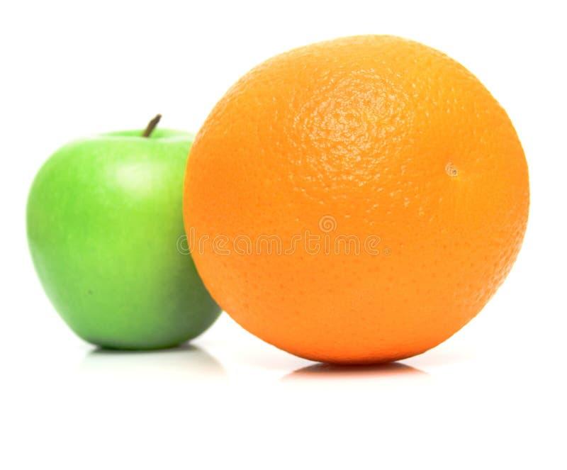 Apple en sinaasappel  royalty-vrije stock afbeeldingen