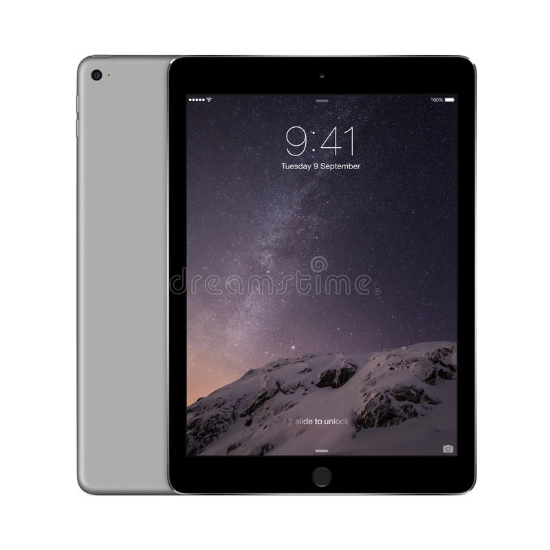 Apple espacia el aire gris 2 del iPad con IOS 8 con la pantalla de la cerradura en la d foto de archivo