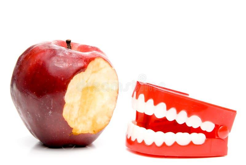 Apple et dents photographie stock