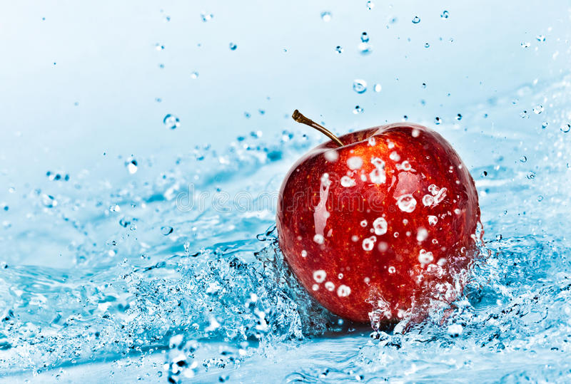 Apple et eau photo stock
