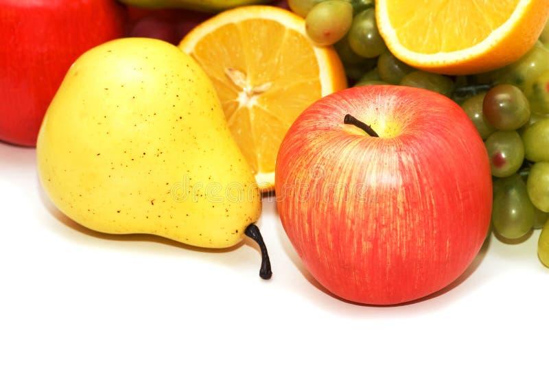 Apple et poire et d'autres fruits au fond photos stock