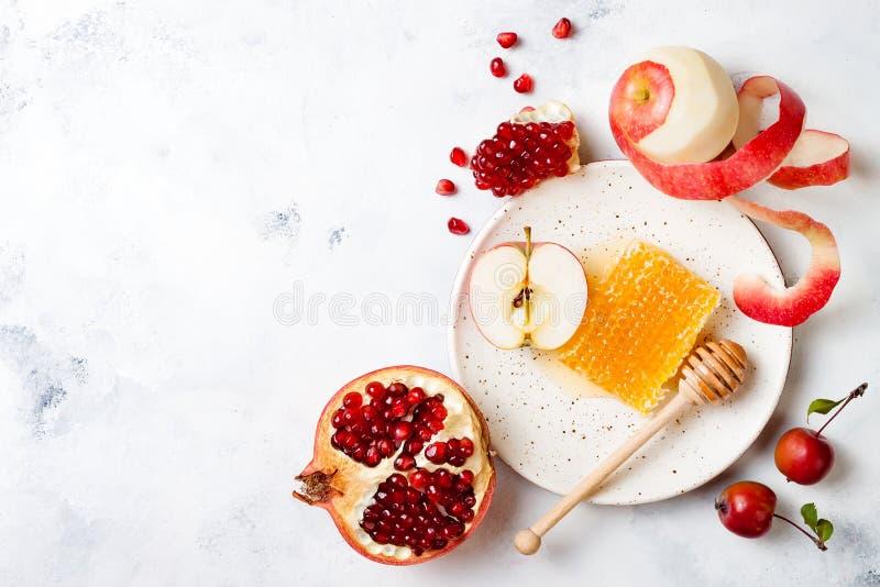 Apple, Granatapfel und Honig, traditionelles Lebensmittel des jüdischen neuen Jahres - Rosh Hashana lizenzfreie stockfotos