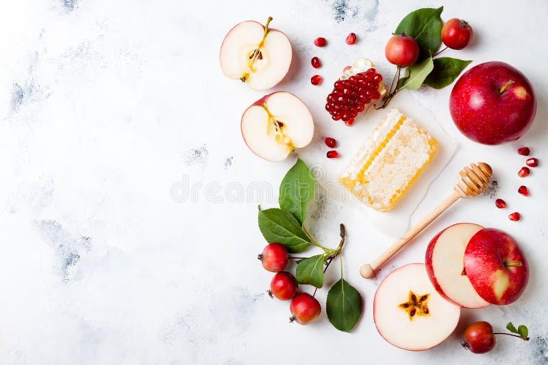 Apple, Granatapfel und Honig, traditionelles Lebensmittel des jüdischen neuen Jahres - Rosh Hashana stockfotografie